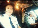 flight-officer-diego-mamahit-kiri-bersama-captain-afwan-kanan.jpg