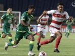 foto-pertandingan-madura-united-vs-persebaya-surabaya.jpg