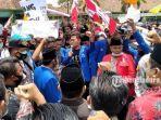 gabungan-organisasi-mahasiswa-pmii-dan-gmni-melakukan-demonstrasi-ke-dprd-pamekasan.jpg