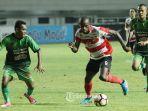 greg-nwokolo-pemain-madura-united.jpg