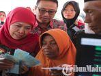 gubernur-jatim-khofifah-menyalurkan-program-pkh-plus-khusus-lansia-di-bangkalan.jpg