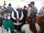 gubernur-jawa-timur-khofifah-indar-parawansa-memantau-vaksinasi-di-lapangan-tor-surabaya.jpg