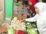 gubernur-jawa-timur-khofifah-indar-parawansa-meninjau-harga-di-pasar-wadung-asri-kecamatan-waru.jpg