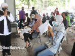 gubernur-jawa-timur-khofifah-indar-parawansa-peninjauan-kegiatan-vaksinasi-di-universitas-jember.jpg