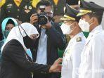 gubernur-jawa-timur-khofifah-indar-parawansa-resmi-melantik-6-pasangan-kepala-daerah.jpg