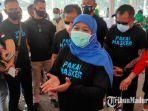 gubernur-jawa-timur-khofifah-indar-parawansa-usai-melakukan-kegiatan-bagi-bagi-masker-di-malang.jpg