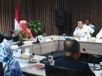 gubernur-khofifah-saat-mengikuti-rapat-koordinasi-tentang-regulasi-perizinan-kapal.jpg