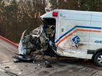 ilustrasi-kecelakaan-ambulans.jpg