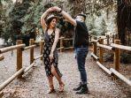 ilustrasi-ramalan-zodiak-cinta-pasangan-dansa-menari.jpg