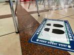 imbauan-social-distancing-oleh-pihak-bandara-juanda-di-ruang-posko-kesehatan-terminal-1.jpg