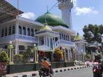 jalan-depan-masjid-agung-kota-blitar.jpg