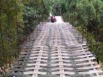 jembatan-gantung-di-desa-kemoning-sampang.jpg