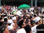 jenazah-fuad-amin-diberangkatkan-dari-masjid-agung-bangkalan.jpg
