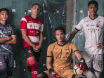 jersey-baru-madura-united.jpg