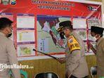 kapolres-bangkalan-akbp-alith-alirano-di-kelurahan-pejagan-terkait-data-ppkm-mikro.jpg