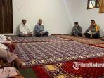 kapolres-pamekasan-bersama-pengasuh-pondok-pesantren-nurul-islam-pamekasan.jpg
