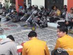 kapolres-sumenep-akbp-muslimin-pimpin-langsung-pembacaan-surat-ar-rahman-dengan-mahasiswa.jpg