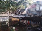 kebakaran-di-rumah-sekaligus-tempat-jasa-cuci-baju-di-kabupaten-trenggalek.jpg
