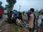 kecelakaan-antara-mobil-toyota-avanza-ditabrak-kereta-api-penataran-terjadi-di-malang.jpg