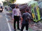 kecelakaan-di-kecamatan-gampengrejo-kabupaten-kediri-melibatkan-motor-bus-dan-truck-tronton.jpg