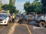 kecelakaan-maut-melibatkan-mobil-minibus-dengan-truk-tronton.jpg