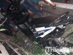 kecelakaan-motor-di-jalan-raya-larangan-badung-kecamatan-palengaan-kabupaten-pamekasan-madura.jpg