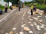 kecelakaan-terjadi-di-jalur-poros-nasional-lamongan-babat-kabupaten-lamongan.jpg