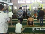 kegiatan-salat-jumat-di-masjid-baiturrahim-balai-kota-malang-jumat-562020.jpg