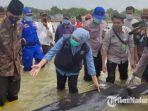 kehadiran-segerombolan-ikan-paus-di-pesisir-desa-pangpajung-kabupaten-bangkalan.jpg