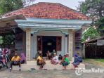 keluarga-mahfud-md-di-desa-plakpak-kecamatan-pegantenan-kabupaten-pamekasan.jpg