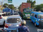 kemacetan-yang-terjadi-di-jalan-raya-gadang.jpg