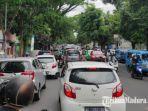 kemacetan-yang-terjadi-di-sejumlah-ruas-jalan-di-kota-malang-sabtu-5122020.jpg