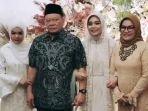 ketua-dpd-ri-la-nyalla-mattalitti-bersama-putrinya-aulya-rachmi-ramadhani.jpg
