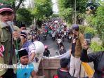 koalisi-masyarakat-madura-bersatu-bergerak-demonstrasi-kantor-wali-kota-surabaya-jawa-timur.jpg