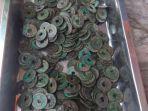 koin-kuno-yang-ditemukan-hanan-40-warga-dusun-karang-tengah-desa-sumbersalam.jpg