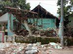 kondisi-bangunan-ruangan-guru-yang-ambruk-di-sekolah-sdn-mojolebak-kecamatan-jetis.jpg