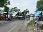 kondisi-jalan-raya-provinsi-di-depan-pasar-hewan-di-desa-aeng-sareh-kabupaten-sampang-madura.jpg