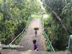 kondisi-jembatan-di-desa-somber-kecamatan-tambelangan-kabupaten-sampang-madura-saat-ambruk.jpg