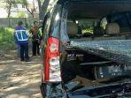 kondisi-mobil-yang-terlibat-tabrakan-di-tol-warugunung-sebelum-dievakuasi-petugas.jpg