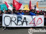 mahasiswa-jember-demonstrasi-di-bundaran-dprd-jember-nilai-pemerintahan-jokowi-orba-40.jpg