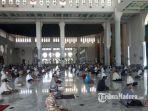 masjid-al-akbar-surabaya-akan-menyelenggarakan-salat-jumat-mulai-jumat-5-juni-2020.jpg
