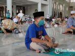 masjid-al-akbar-surabaya-kembali-menggelar-salat-jumat-secara-berjamaah.jpg