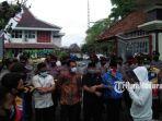 massa-aksi-alpart-saat-ditemui-dprd-kabupaten-pamekasan-dan-dinsos-di-dprd-pamekasan.jpg