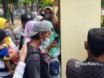 massa-dari-keluarga-korban-saat-memaksa-masuk-ke-dalam-kantor-pn-sumenep.jpg