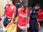 mayat-korban-janda-empat-anak-di-surabaya-sedang-dievakuasi-petugas.jpg