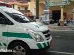 mobil-ambulance-milik-dinas-kesehatan-dinkes-sampang-di-depan-posko-siaga-covid-19.jpg