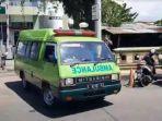 mobil-ambulans-bersiap-mengantarkan-jenazah-pdp-kasus-corona-di-tuban.jpg