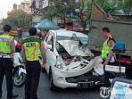 mobil-daihatsu-xenia-kecelakaan-di-jalan-gajah-mada.jpg