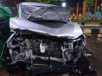 mobil-innova-mengalami-kecelakaan-tunggal-di-km-333400-jalur-a-tol-pemalang-batang.jpg