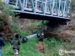 mobil-nissan-x-trail-jatuh-ke-jurangdi-jalan-sarangan1.jpg